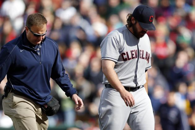 Chris Perez Leaves Sunday's Game with Shoulder Injury