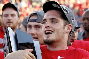VIDEO: Fresno State QB Derek Carr's Memorial Day Trick Shot