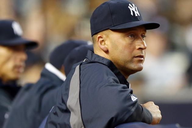 Derek Jeter Visits Yankees, Plays Catch for First Time out of Walking Boot