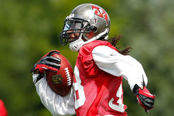 Dashon Goldson Gladly Taking on Leadership Role