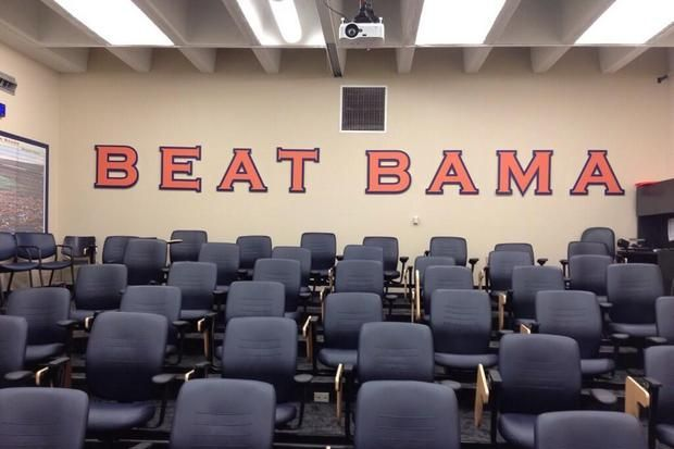 Beat Bama: Recruit Provides Fans a Peek Inside an Auburn Meeting Room