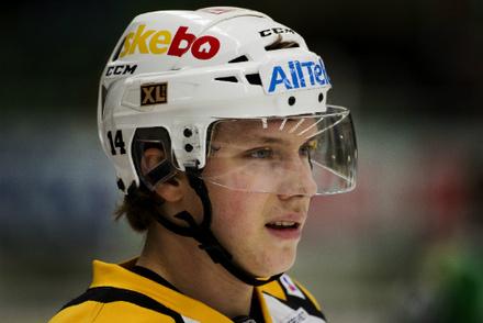 Sharks Sign Forward Petter Emanuelsson