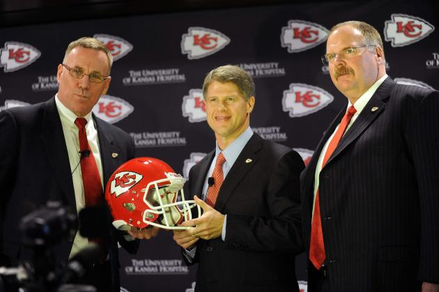 Chiefs' Owner Clark Hunt Deserves a Tip of the Hat