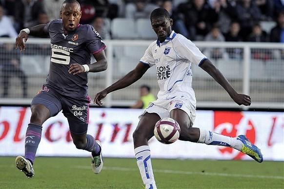 Arsenal Transfer News: Yaya Sanogo to Become Solid Long-Term Option for Gunners