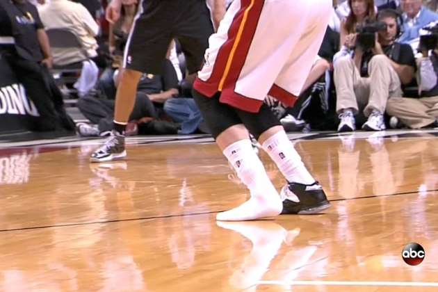 Mike Miller Drains a 3-Pointer with One Shoe