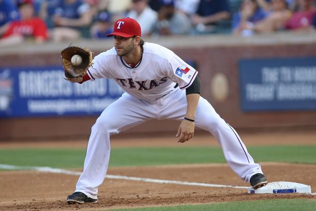 Moreland Rejoins Rangers for Cardinals Series