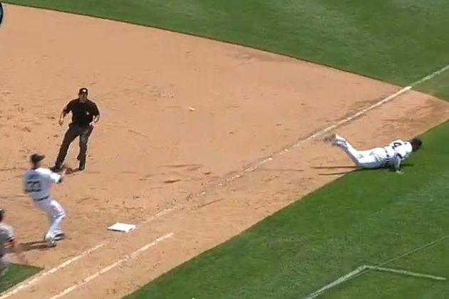 Tigers vs. Red Sox Video: Watch Victor Martinez's Incredible Backhanded Flip