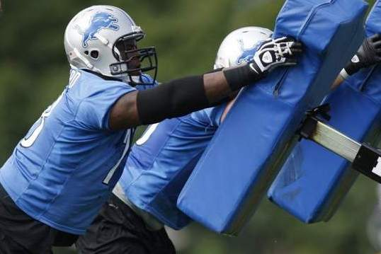 Detroit Lions' Fox, Hilliard Cheer for Each Other as They Battle to Start at RT