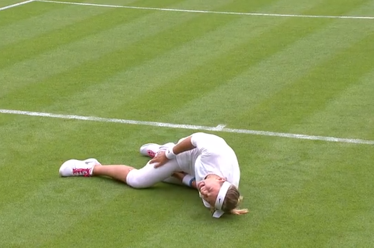 Video: Victoria Azarenka Takes Nasty Fall in First-Round Victory at Wimbledon