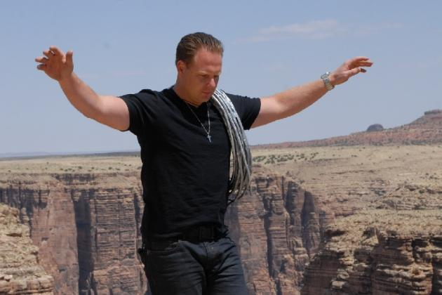Twitter Explodes as Nik Wallenda Walks Skywire Across Grand Canyon