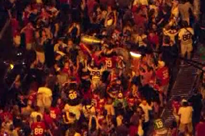 Crowds Fill Streets in Chicago Celebrating Blackhawks Win!
