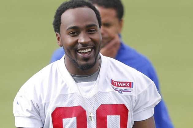 Giants' Hakeem Nicks Gives Back to Youth, Works out with Eli Manning