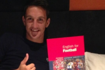 Luis Alberto Learning 'English for Football'