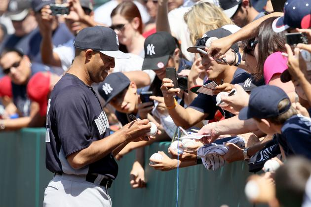 Minnesota Twins Present Mariano Rivera with 'Chair of Broken Dreams'