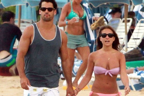 Jessie James in Bikini with Eric Decker on Hawaii Beach [PHOTOS]