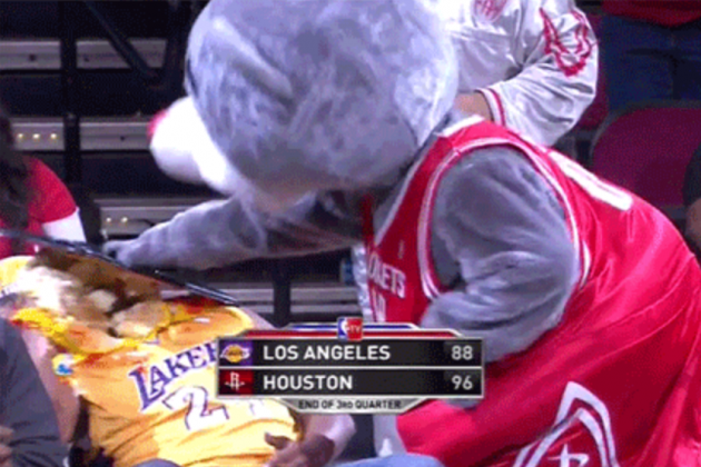 Best GIF Reactions to Dwight Howard Reportedly Signing with the Houston Rockets