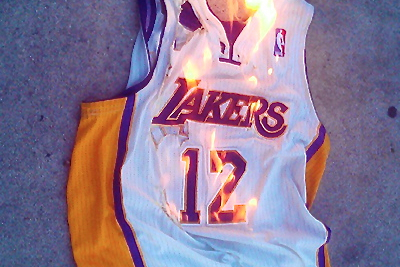 Lakers Fans Send Not So Subtle Message Burning Their Dwight Howard Jerseys