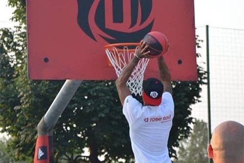 Derrick Rose Takes Promotional Trip to Milan
