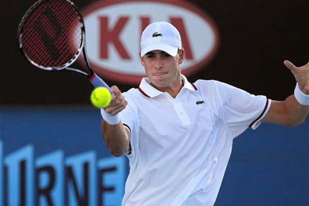 Isner Feeling Better After Knee Injury at Wimbledon