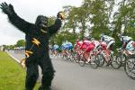 25 Insane Tour De France Fans