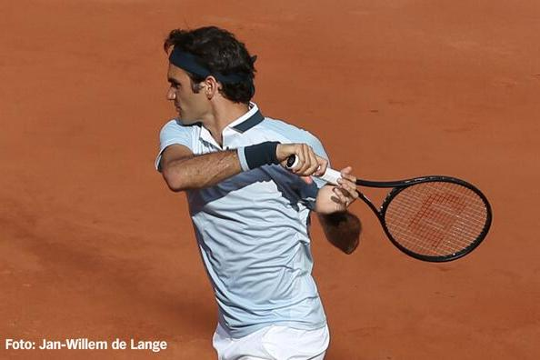 Roger Federer's New Racquet Looking Like It Could Pay Big Dividends