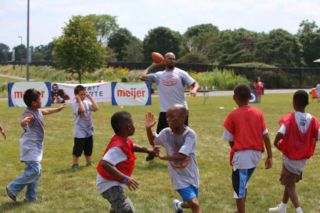 Matt Forte Has Some Fun with the Kids and Talks Bears