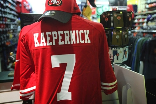 Colin Kaepernick Passes RGIII as Top-Selling NFL Jersey