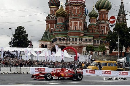 Kobayashi Crashes F1 Ferrari During Moscow City Racing Run | Grand Prix 247