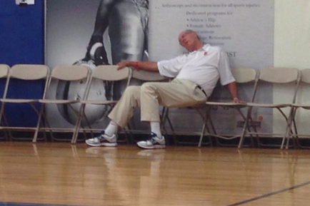 Jim Boeheim: Syracuse Coach Passed out on Sidelines (PHOTO)