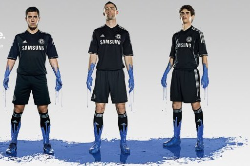 Manchester United and Chelsea Unveil New Kits for 2013-14 Season