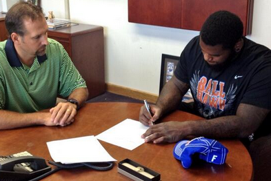 1st Rounder Sharrif Floyd Signs Rookie Deal