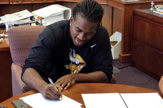 Vikings Sign 1st Rounder Cordarrelle Patterson