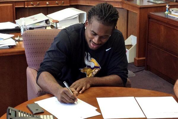 Cordarrelle Patterson Signs with Vikings