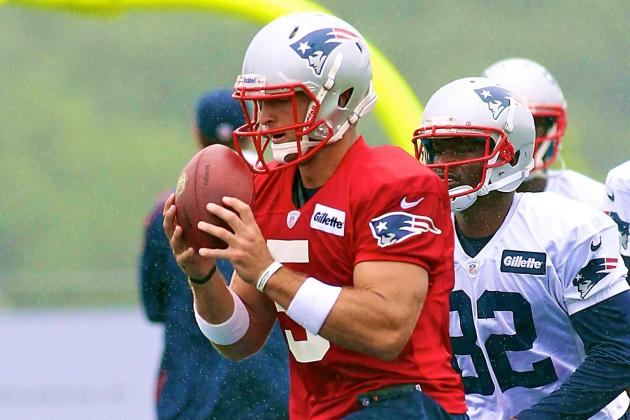 Tim Tebow Lines Up with Receivers During Patriots Training Camp Drill