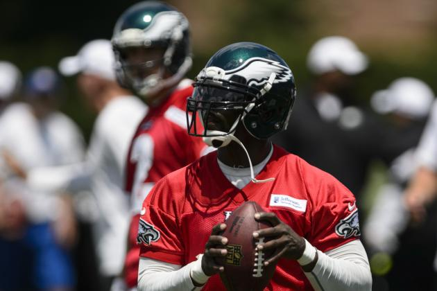 Eagles Training Camp Notes: Michael Vick so Far the Favorite to Win the Job