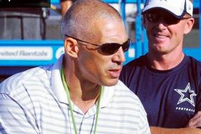 Yankees Manager Gives Cowboys a Pep Talk