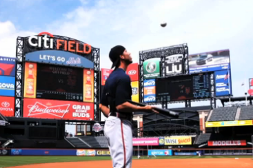 Braves' Andrelton Simmons Shows Off Series of Impressive Bat, Ball Tricks