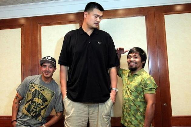 Yao Ming Stands with Manny Pacquiao and Brandon Rios, is Not Impressed