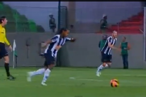 Ronaldinho Shows Us He Is Still Brilliant with Free Kick Against Botafogo