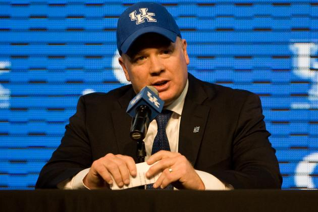 Strong, Stoops Share Thoughts on Paying Players