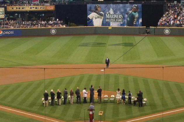 Griffey Jr. Becomes 7th Member of M's Hall of Fame