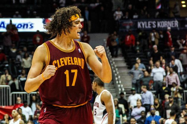 Anderson Varejao Helps Stranded Portuguese-Speaking Pair Return from Cleveland