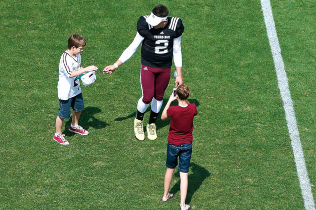 Will College Football Teams Stop Allowing Players to Sign Autographs?