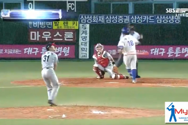 Korean Baseball Player Does a Full 360 in His Home Run Swing