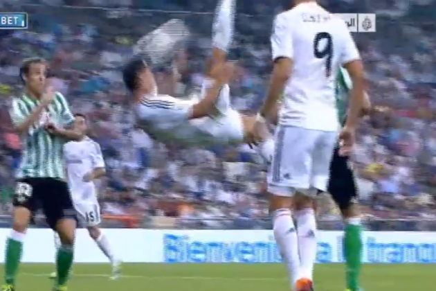 Cristiano Ronaldo Hits Himself in the Face with a Bicycle Kick