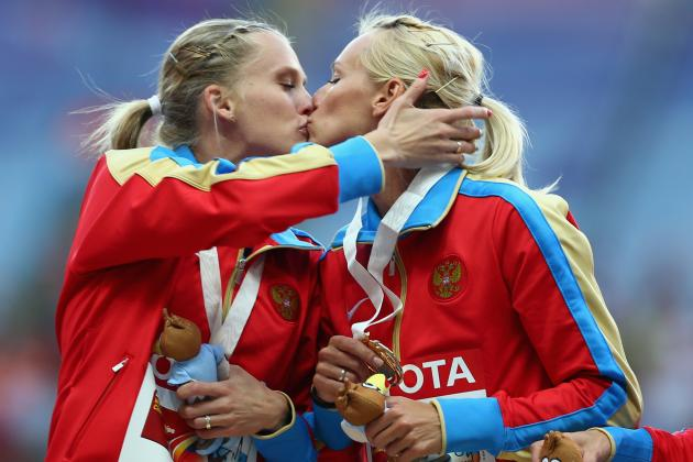 Russian Athletes Kiss at 2013 World Athletics Championships in Moscow