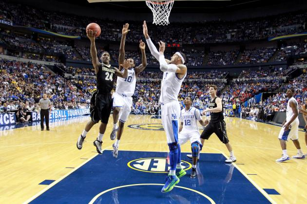 Kentucky Basketball: Will Dakari Johnson or Willie Cauley-Stein Start at Center?