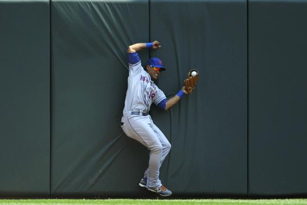 Juan Lagares Makes Amazing Catch, Crashes into the Wall