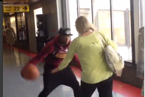 Nate Robinson Crosses Up Random People at the Airport