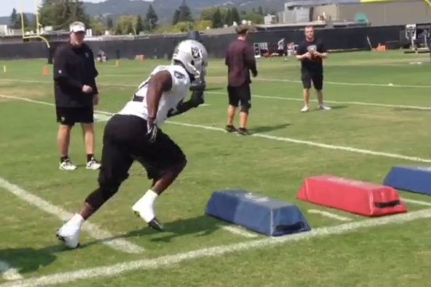 Video: Oakland Raiders Linebackers Practice in Camp